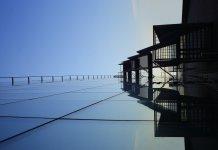 Doskonale wytworzone szkło wykorzystane w budynku